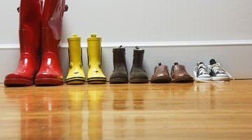 are steam vacuums safe to clean hardwood floors